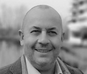 Laurent Vidal from Immolac Bordeaux leaving a 5 star rating to Flowy Studio for Web Design and SEO services